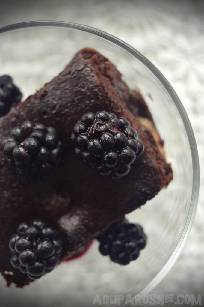 brownie z kajmakiem i jeżynami (1)