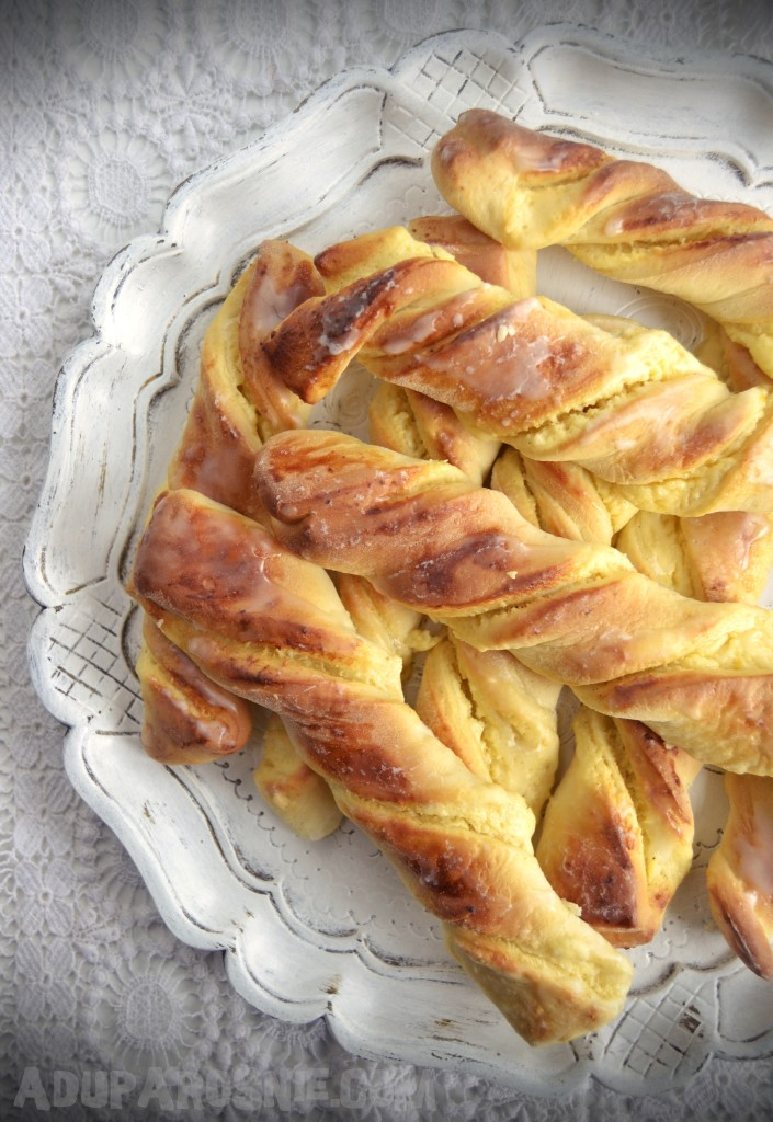 drożdżowe paluchy z serem (1)