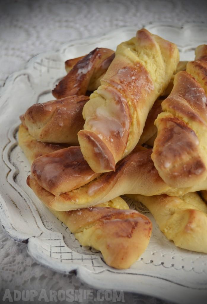 drożdżowe paluchy z serem (2)